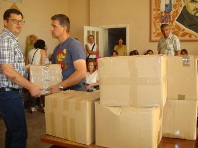 Переселенцям на Тернопільщині допомагають іноземці