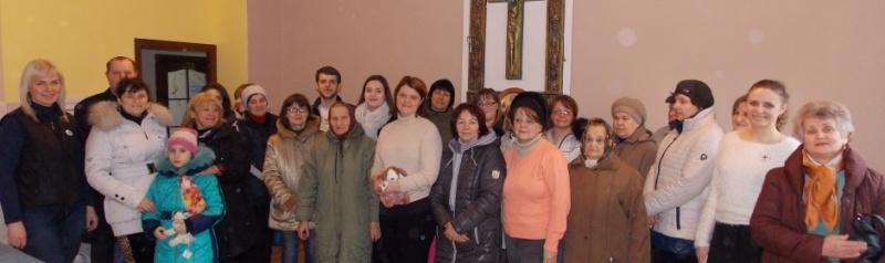 Переселенці з Донбасу та Криму знаходять підтримку у Карітасі