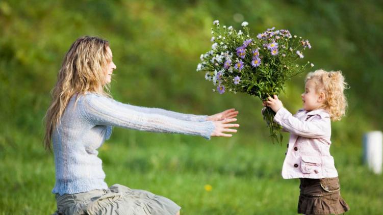 А як ви вітаєте своїх мам у День матері?