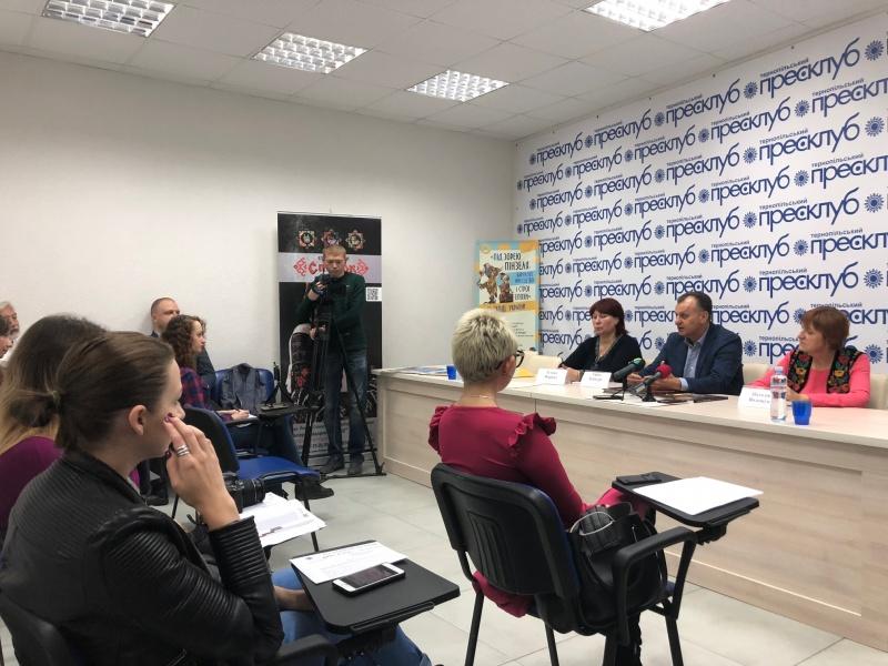 """Презентація проекту """"Під зорею Пінзеля. Барокове мистецтво і строї епохи"""", який мандруватиме сходом України"""