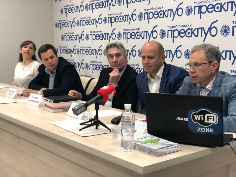Тернопільські освітяни першими долучились до Української Хартії вільної людини
